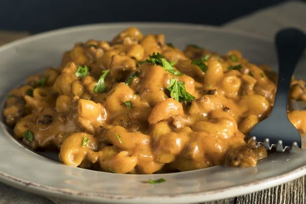 Make your own delicious, homemade Hamburger Helper recipe--it's as quick as the box and tastes SO much better. This one's a family favorite, pin it now!