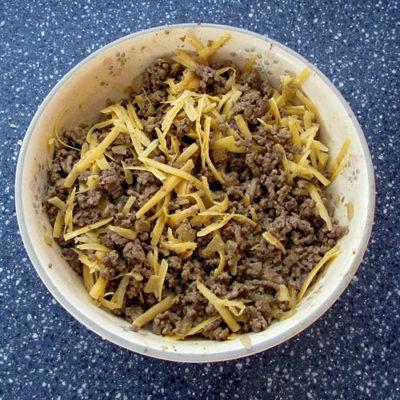 Savory Cheeseburger Egg Rolls: BrownThumbMama.com