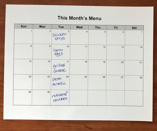 You can make a menu plan for an entire month in 10 minutes with these easy tips!