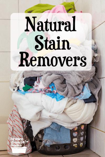 Wäschekorb voller schmutziger Wäsche